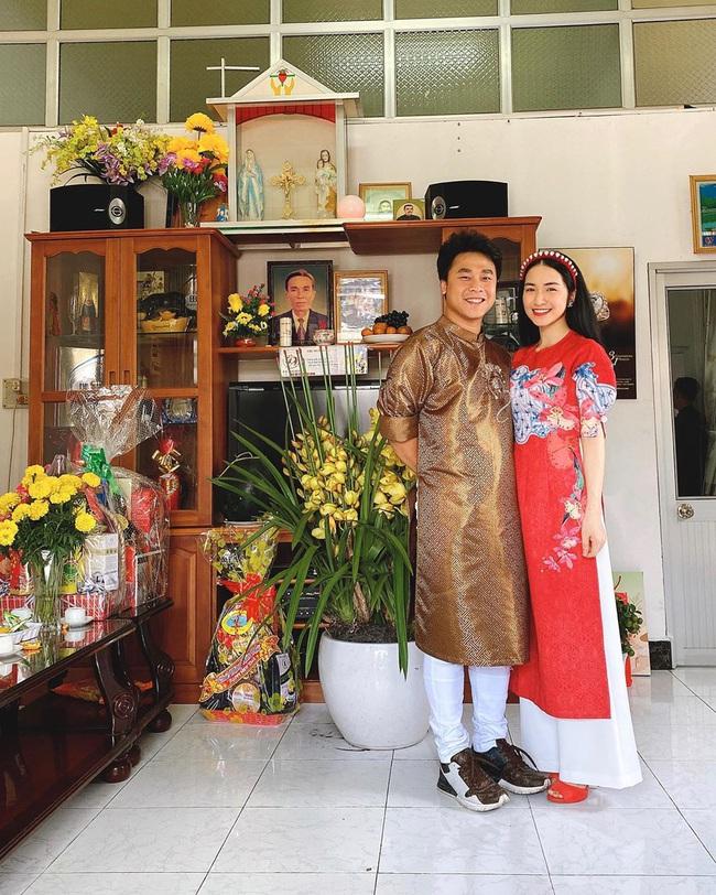Đăng ảnh đầu năm mới, Hòa Minzy ngầm thông báo đã về chung một nhà với bạn trai thiếu gia? - Ảnh 1.