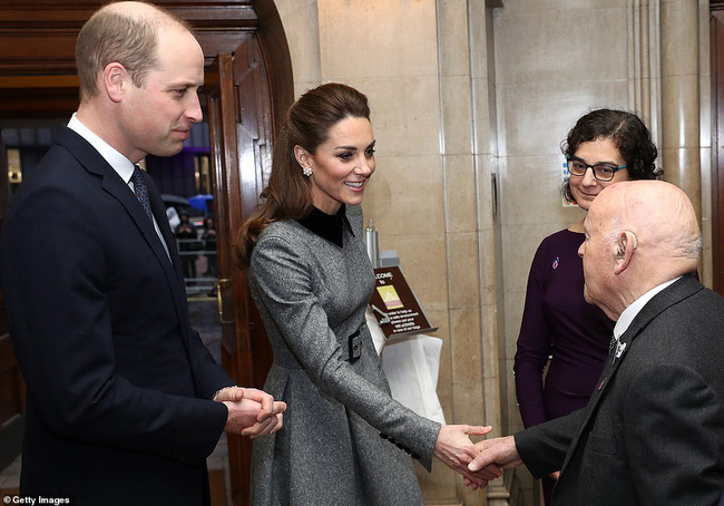 Công nương Kate xinh đẹp xuất thần trong sự kiện mới, cuộc sống ngày một lên hương sau khi em dâu Meghan ra ở riêng - Ảnh 5.