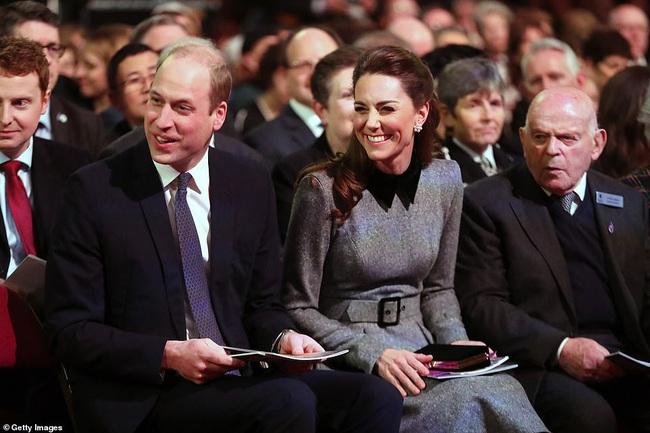 Công nương Kate xinh đẹp xuất thần trong sự kiện mới, cuộc sống ngày một lên hương sau khi em dâu Meghan ra ở riêng - Ảnh 3.
