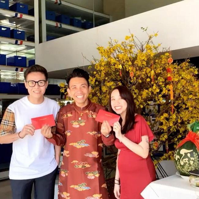 Hai nàng rich kid khét tiếng cùng khoe ảnh Tết: Em chồng Hà Tăng gây tò mò với bàn tiệc gia đình, con gái Minh Nhựa làm ai cũng choáng vì tiền lì xì - Ảnh 5.