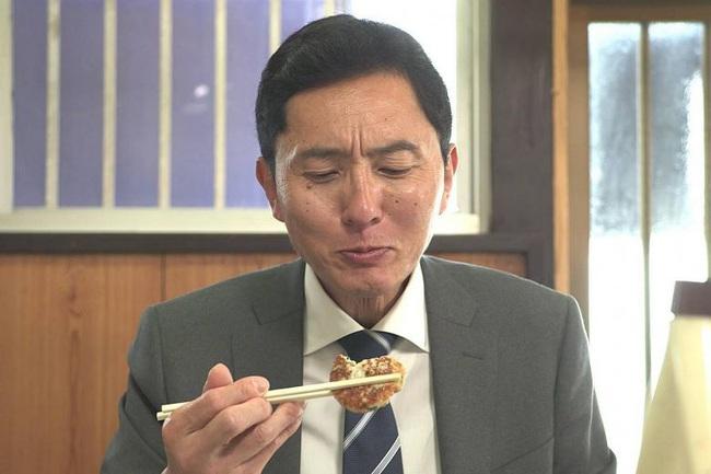 Lạ kỳ khi người Nhật đón năm mới bằng việc xem chương trình về một người đàn ông đi ăn một mình và góc khuất ẩn chứa đằng sau - Ảnh 2.