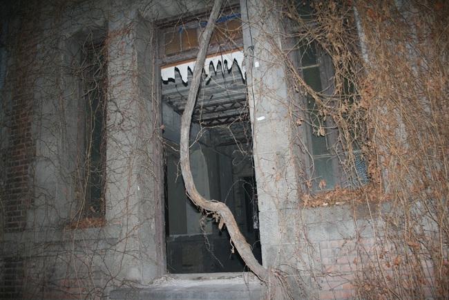 """""""Ngôi nhà ma ám"""" số 81 ở Bắc Kinh và lời đồn rùng rợn về những công nhân làm việc tại đây rồi biến mất một cách bí ẩn  - Ảnh 2."""