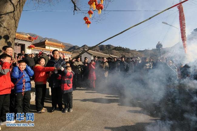 """Mùng 6 Tết của người Trung Quốc: Là ngày của Ngựa và được chọn để cúng tiễn """"Thần Nghèo"""", một vị thần mà ai ai cũng sợ - Ảnh 1."""