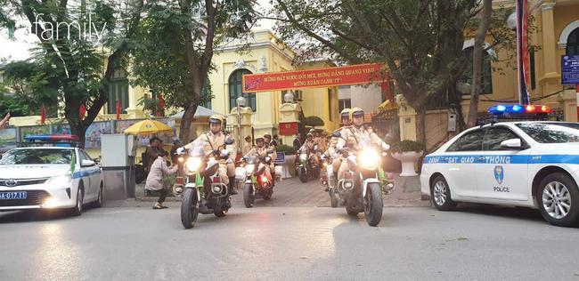 CSGT Hà Nội xuống đường làm việc