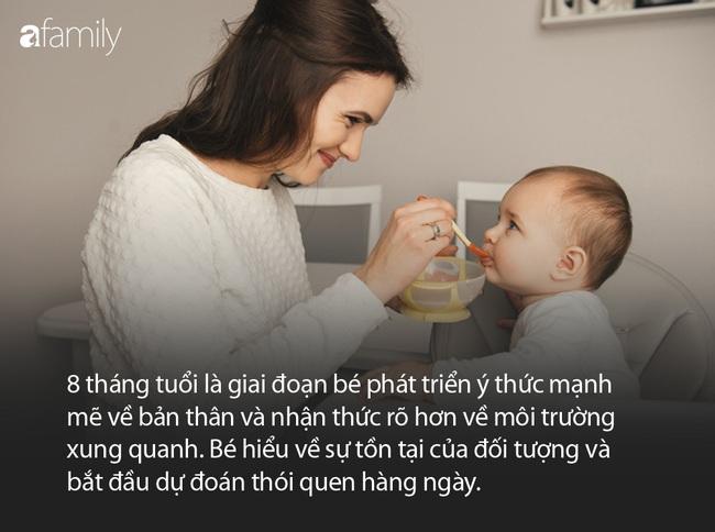 Kỹ năng gọng kìm và quy tắc ống giấy vệ sinh là một cặp đôi trong hành trình phát triển của trẻ 8 tháng tuổi mà cha mẹ cần lưu tâm - Ảnh 2.