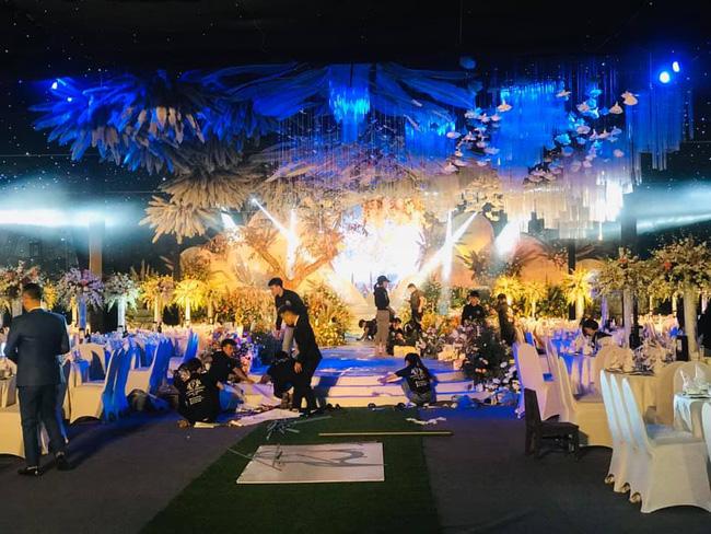 """Dân mạng truyền tay hình ảnh được cho là của cô dâu chú rể trong """"siêu đám cưới"""" tại Quảng Ninh, mẹ chồng chia sẻ con dâu là người Sài Gòn - Ảnh 2."""
