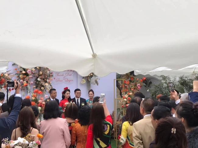 """Dân mạng truyền tay hình ảnh được cho là của cô dâu chú rể trong """"siêu đám cưới"""" tại Quảng Ninh, mẹ chồng chia sẻ con dâu là người Sài Gòn - Ảnh 6."""