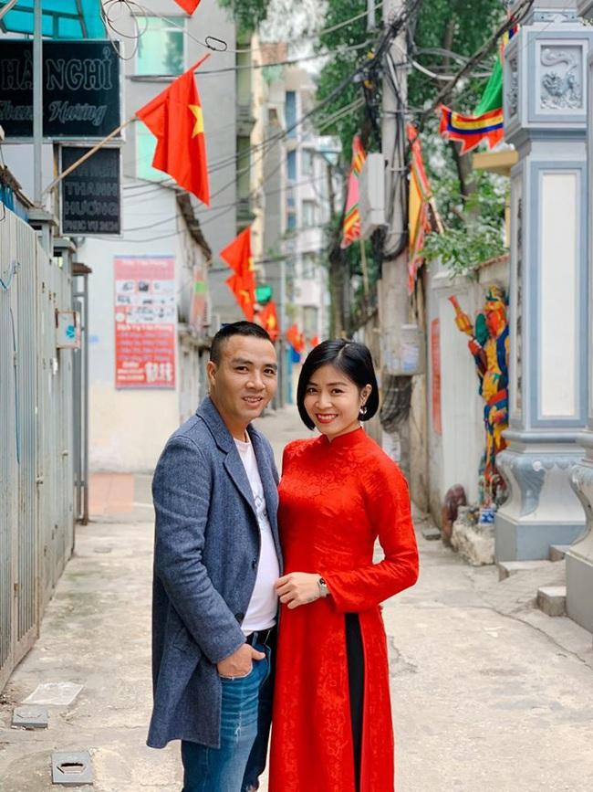"""MC Hoàng Linh khoe ảnh """"tình bể tình"""" năm mới cạnh ông xã, nhưng quyển sổ ghi điều bí mật của 2 vợ chồng lần đầu được tiết lộ khiến nhiều người bất ngờ - Ảnh 2."""