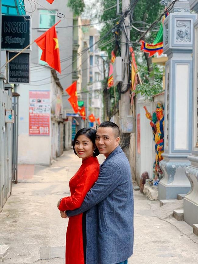 """MC Hoàng Linh khoe ảnh """"tình bể tình"""" năm mới cạnh ông xã, nhưng quyển sổ ghi điều bí mật của 2 vợ chồng lần đầu được tiết lộ khiến nhiều người bất ngờ - Ảnh 3."""