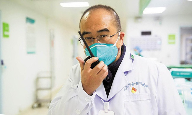 Không còn sống được bao lâu, bác sĩ chạy đua với tử thần chống dịch viêm phổi, tiết lộ điều quan trọng nhất mọi người cần làm bây giờ - Ảnh 1.