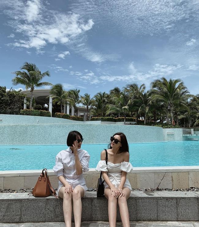 """Style đi """"du hí"""" của Á hậu Tường San có thể gom thành cẩm nang giúp chị em mặc đẹp suốt 4 mùa - Ảnh 9."""