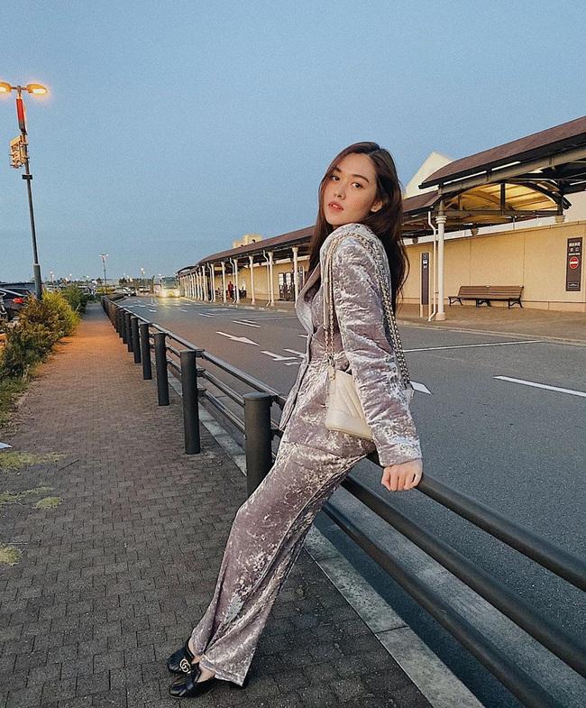 """Style đi """"du hí"""" của Á hậu Tường San có thể gom thành cẩm nang giúp chị em mặc đẹp suốt 4 mùa - Ảnh 8."""