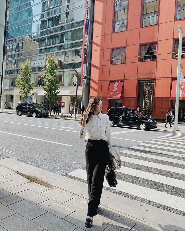 """Style đi """"du hí"""" của Á hậu Tường San có thể gom thành cẩm nang giúp chị em mặc đẹp suốt 4 mùa - Ảnh 6."""