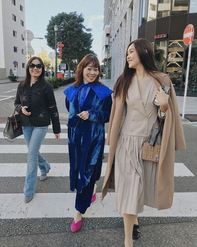 """Style đi """"du hí"""" của Á hậu Tường San có thể gom thành cẩm nang giúp chị em mặc đẹp suốt 4 mùa - Ảnh 5."""