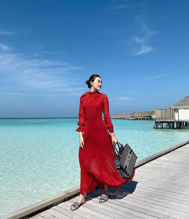 """Style đi """"du hí"""" của Á hậu Tường San có thể gom thành cẩm nang giúp chị em mặc đẹp suốt 4 mùa - Ảnh 3."""