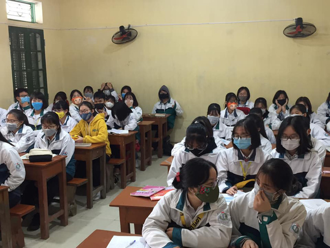 Để phòng ngừa virus Corona, cô giáo này đã mặc trang phục thật đặc biệt khi đứng lớp khiến tất cả học sinh đều ngỡ ngàng - Ảnh 5.