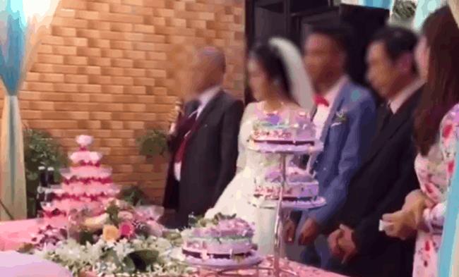 CLIP: Lên phát biểu đại diện trong đám cưới con gái, câu đầu tiên của bố vợ khiến chú rể cười tủm tỉm - Ảnh 2.