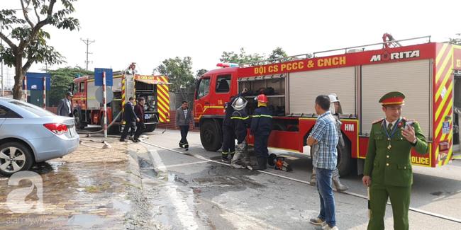 Hà Nội: Cháy ô tô cạnh tòa nhà chung cư nhiều người chạy tán loạn - Ảnh 5.