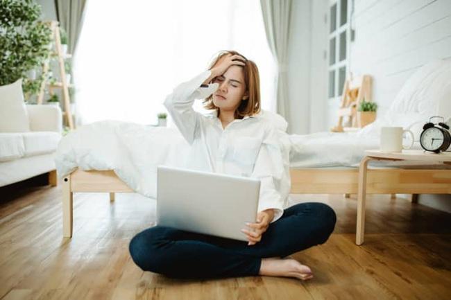 Nữ giám đốc thường xuyên bị mất ngủ do làm việc nhiều, bác sĩ cảnh báo nguy cơ teo não đang đến rất gần - Ảnh 4.