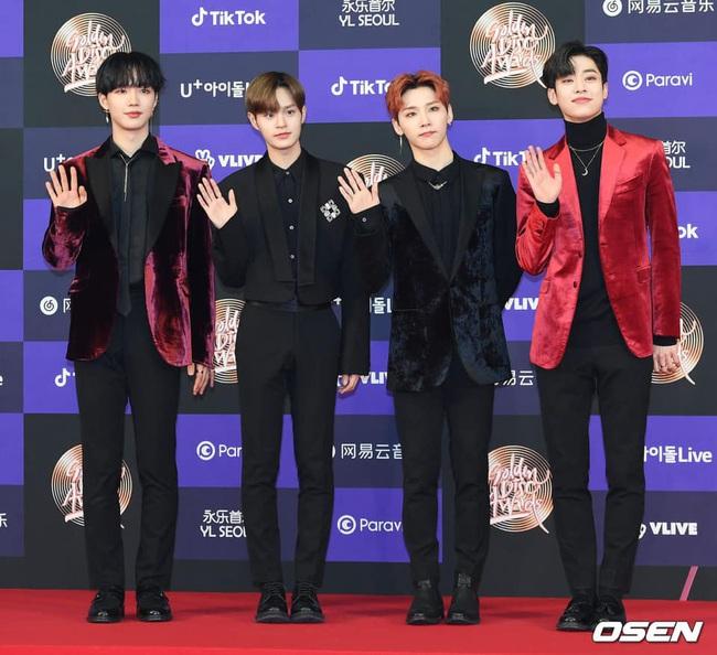 Thảm đỏ Golden Disc Awards lần thứ 34: Momo (TWICE) xuất hiện xinh đẹp và rạng rỡ sau khi công khai hẹn hò đàn anh Heechul (Super Junior) - Ảnh 10.