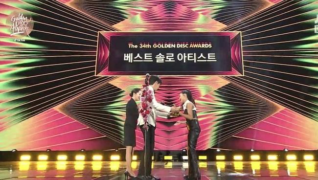 """Golden Disc Awards: Trãnh cãi Jennie (BLACKPINK), Taeyeon hụt cúp, """"em út"""" MAMAMOO nhận giải liệu có xứng đáng? - Ảnh 2."""