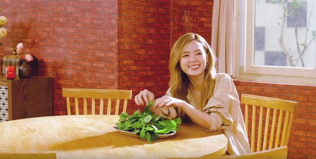 Đã điển trai còn nấu ăn ngon bảo sao Midu lại thích thú đến vậy khi đến nhà thưởng thức bữa tối do chính Quốc Trường tự tay vào bếp - Ảnh 4.