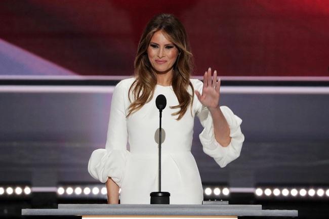 Từng nhiều lần bị công chúng chê cười nhưng khi Melania Trump nói ra quan điểm dạy trẻ của mình, ai cũng đồng tình, vỗ tay khen ngợi - Ảnh 1.
