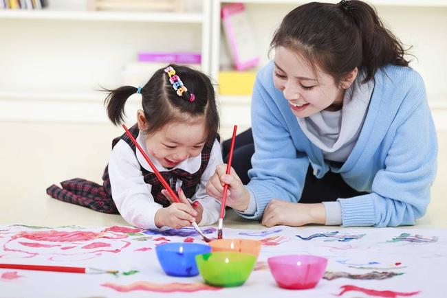 Lớn lên con sẽ trở thành người hạnh phúc, thông minh, thành công và độc lập nếu cha mẹ chuyển đổi cách nuôi dạy con sang 4 phong cách mới ngay từ bây giờ - Ảnh 2.