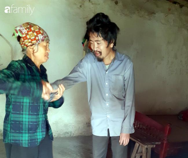 Tình yêu cháy bỏng của bà mẹ nghèo với cậu con trai tâm thần suốt hơn 30 năm   - Ảnh 1.