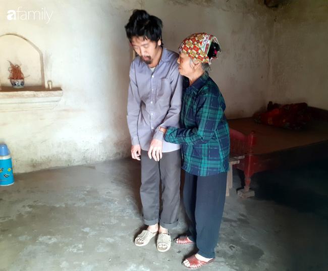 Tình yêu cháy bỏng của bà mẹ nghèo với cậu con trai tâm thần suốt hơn 30 năm   - Ảnh 2.