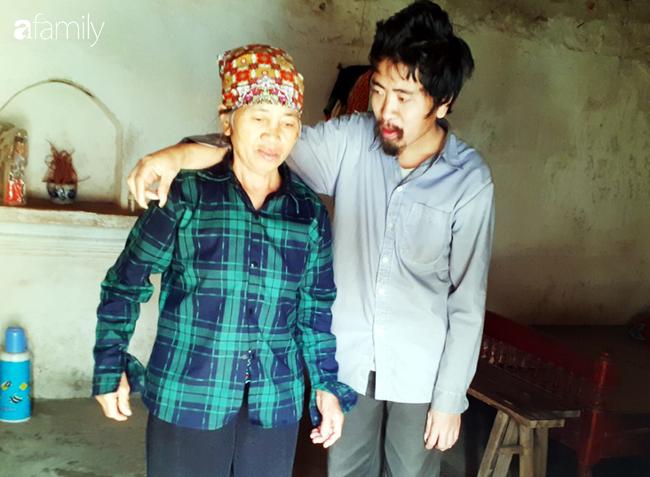 Tình yêu cháy bỏng của bà mẹ nghèo với cậu con trai tâm thần suốt hơn 30 năm   - Ảnh 5.