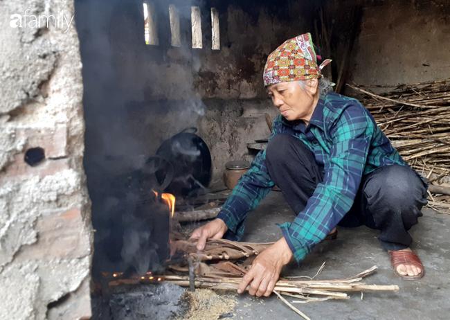 Tình yêu cháy bỏng của bà mẹ nghèo với cậu con trai tâm thần suốt hơn 30 năm   - Ảnh 7.