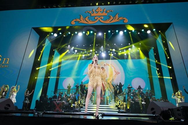 """""""Nữ hoàng phòng trà"""" Lệ Quyên phô diễn giọng hát đỉnh cao, rưng rưng nước mắt trước tình cảm của 4000 khán giả Hà Nội tại Q Show 2 - Ảnh 6."""