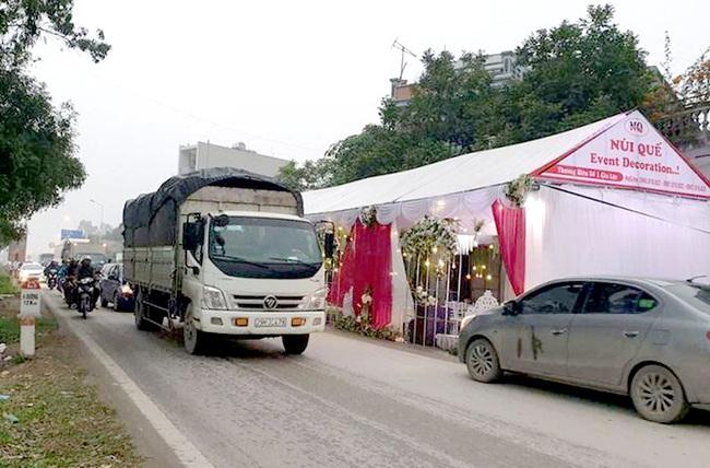 Người dân chú ý: Từ năm 2020, dựng rạp cưới, tiệc tùng giữa đường bị phạt đến 6 triệu đồng - Ảnh 1.