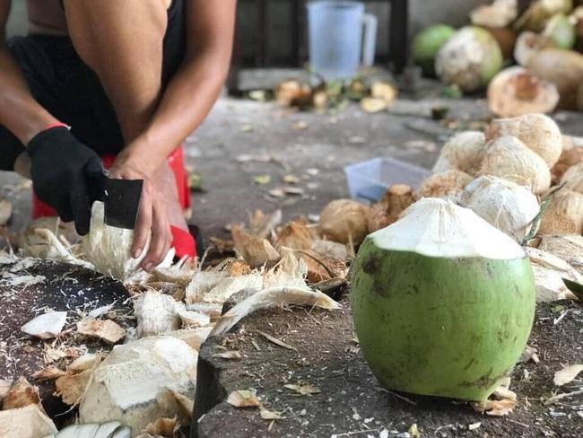 Cận Tết, bà nội trợ Việt nhà nhà mua cùi dừa non 70 ngàn đồng/kg làm mứt, tiểu thương ngày bán cả tạ  - Ảnh 18.