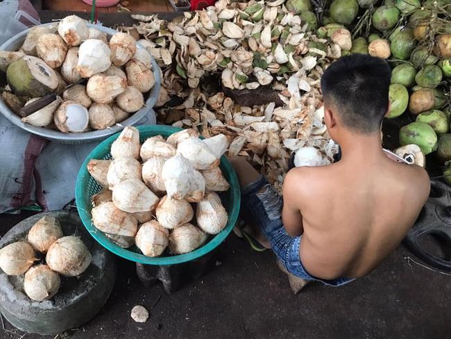 Cận Tết, bà nội trợ Việt nhà nhà mua cùi dừa non 70 ngàn đồng/kg làm mứt, tiểu thương ngày bán cả tạ  - Ảnh 14.
