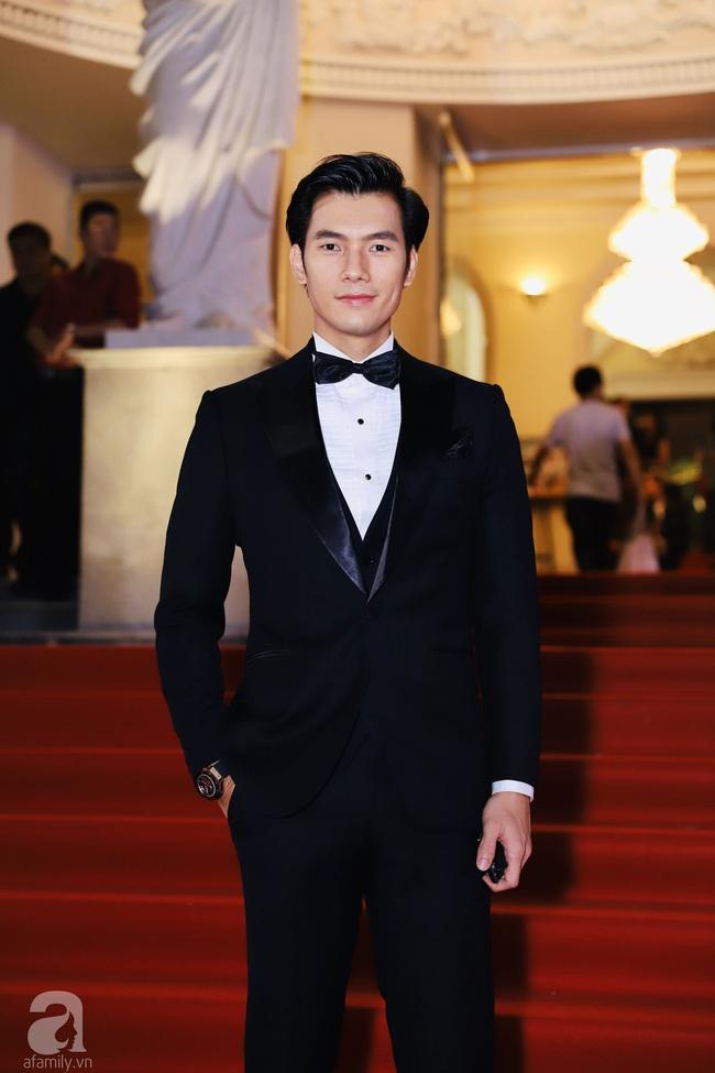 Thảm đỏ Lễ trao giải Mai Vàng: Nhật Kim Anh gợi cảm nhưng vẫn để lộ thân hình kém thon gọn, Lâm Vỹ Dạ tươi tắn cạnh ông xã  - Ảnh 8.