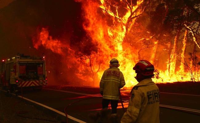Tổng cộng 183 người bị bắt vì vô tình hoặc cố ý gây ra thảm họa cháy rừng ở Úc - Ảnh 1.