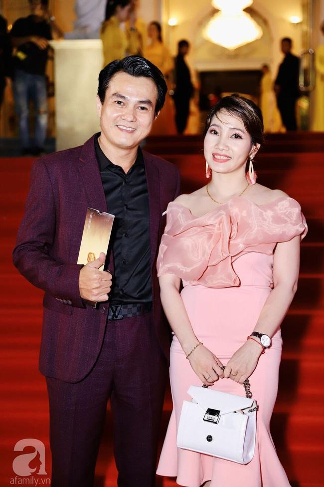 Thảm đỏ Lễ trao giải Mai Vàng: Nhật Kim Anh gợi cảm những vẫn để lộ thân hình kém thon gọn, Lâm Vỹ Dạ tươi tắn cạnh ông xã  - Ảnh 5.