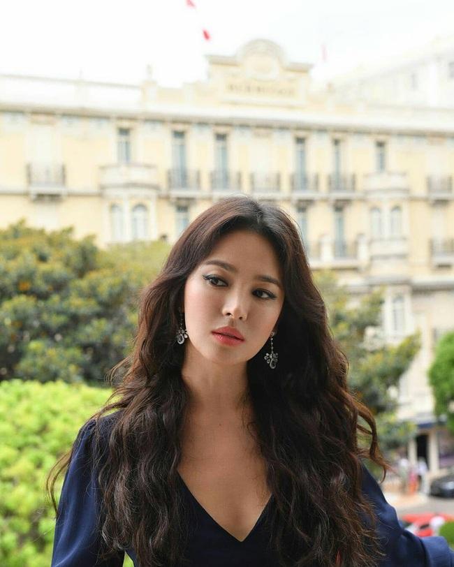 Muốn tóc mình suôn đẹp chuẩn mực như tóc của Song Hye Kyo, Park Shin Hye cùng loạt sao Hàn thì bạn phải nghe 7 bí kíp từ họ - Ảnh 5.