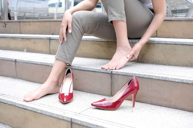 Đau chân không đơn thuần chỉ khó chịu mà là dấu hiệu của 7 loại bệnh khác nhau, cần nắm vững nếu không muốn nhập viện cấp cứu - Ảnh 3.