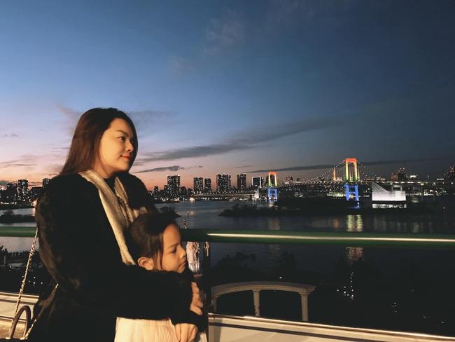 Mặc con gái út nước mắt ngắn dài, Phạm Quỳnh Anh vẫn làm một việc ngay dịp đầu năm nhưng lại được mọi người khen ngợi - Ảnh 3.