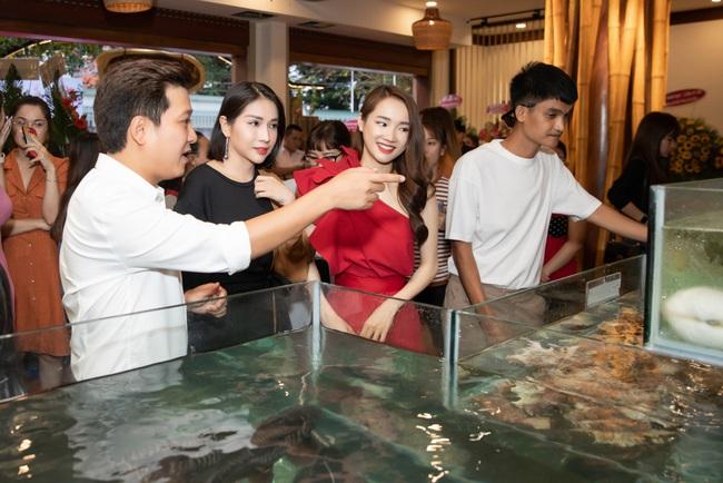 """Vợ chồng Nhã Phương - Trường Giang gây sốt với loạt ảnh """"tình bể bình"""" khiến không ít người ganh tỵ - Ảnh 6."""