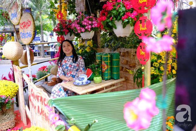 Gác nỗi đau con viêm tuỵ nặng, mẹ già bị tai biến ngắm đường hoa tại BV Chợ Rẫy cho vơi nỗi buồn - Ảnh 4.