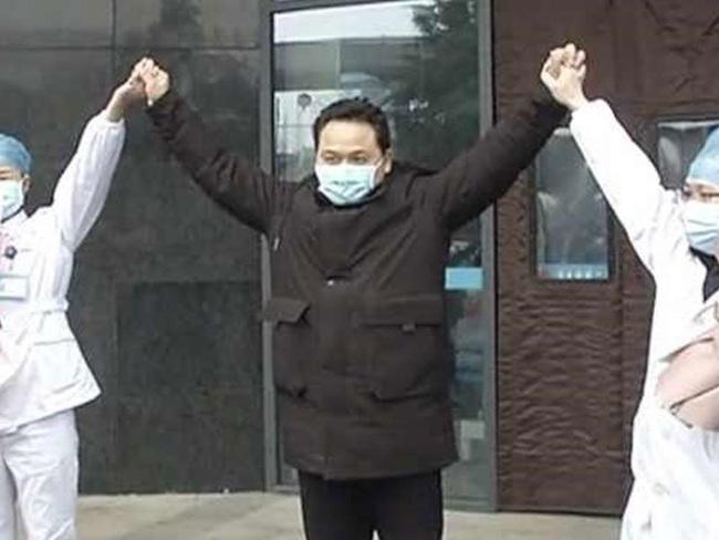 """Bệnh nhân viêm phổi Vũ Hán: """"Tôi ổn. Không sao cả!"""", bình phục sau khi uống 25 lít nước? - Ảnh 1."""
