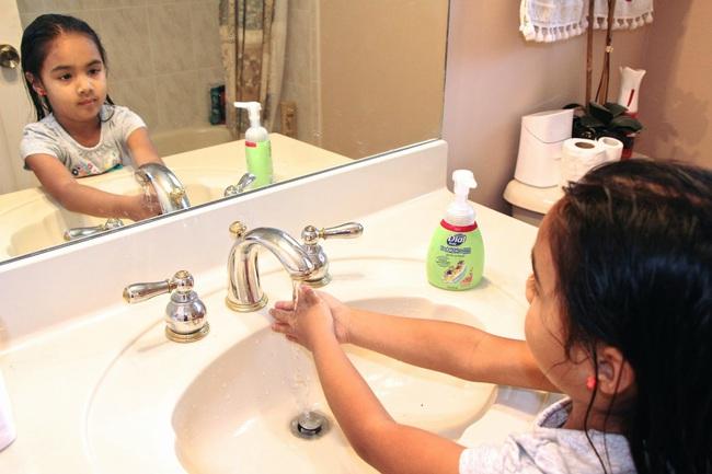 Bác sĩ Nhi hướng dẫn chọn nước rửa tay cho con để phòng ngừa virus corona - Ảnh 4.
