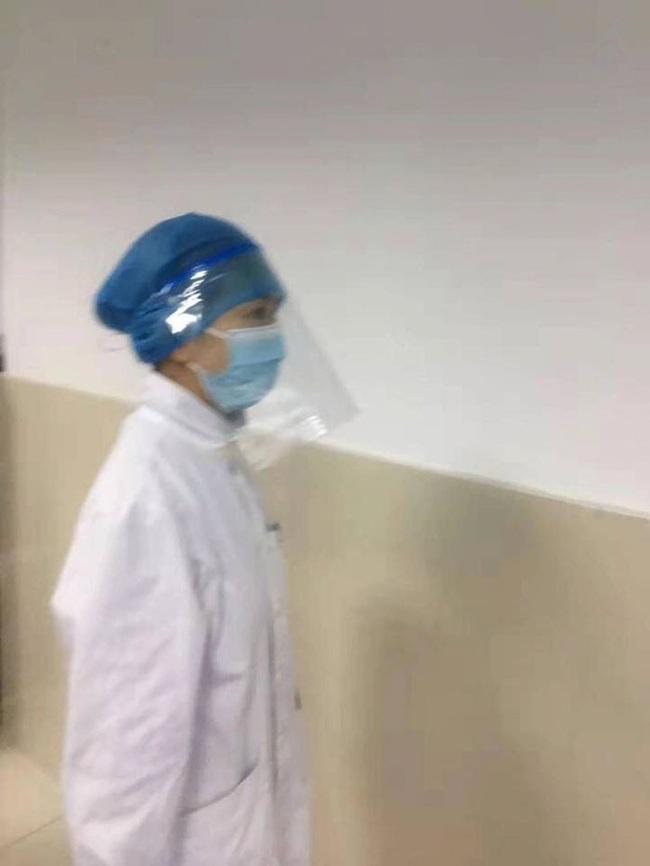 Loạt ảnh chụp đội ngũ y bác sĩ giữa ổ dịch Vũ Hán cho thấy sự hy sinh cao cả, bất chấp mạng sống để chiến đấu với virus corona - Ảnh 13.