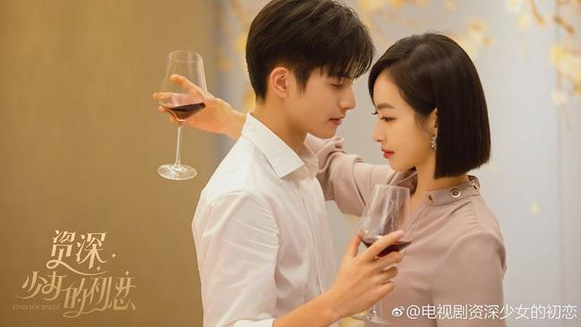 """""""Trạm kế tiếp là hạnh phúc"""": Tống Thiến uống rượu giao bôi với Tống Uy Long chọc ghen bạn trai U40 - Ảnh 7."""