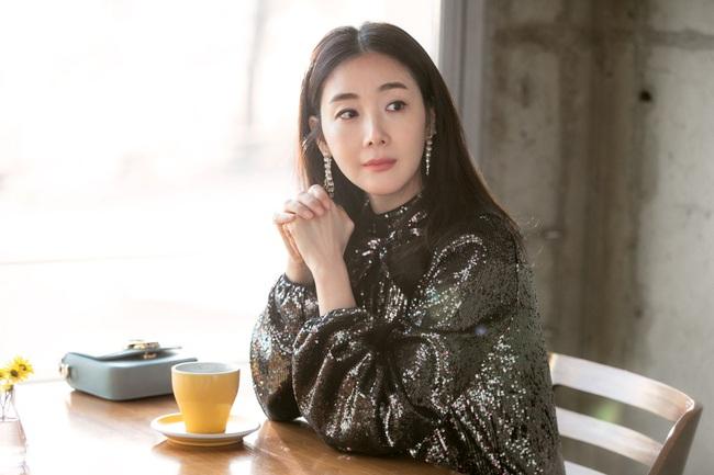 """Xuất hiện vài phút trong """"Hạ Cánh Nơi Anh"""", Choi Ji Woo đem đến đẳng cấp khác hẳn cho chiếc đầm 22 triệu, đẹp ăn đứt người mẫu - Ảnh 5."""