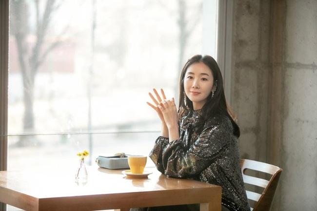 """Xuất hiện vài phút trong """"Hạ Cánh Nơi Anh"""", Choi Ji Woo đem đến đẳng cấp khác hẳn cho chiếc đầm 22 triệu, đẹp ăn đứt người mẫu - Ảnh 3."""